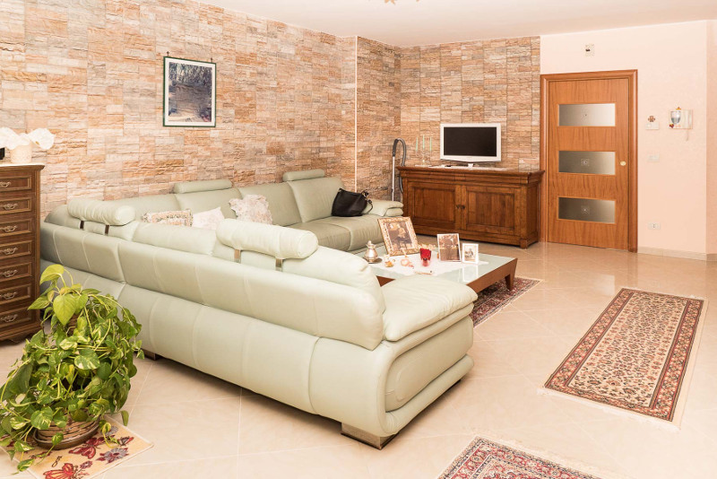 00106 Lim-mobiliare-soggiorno2