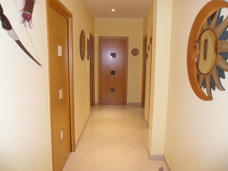 00113 Lim-mobiliare-corridoio