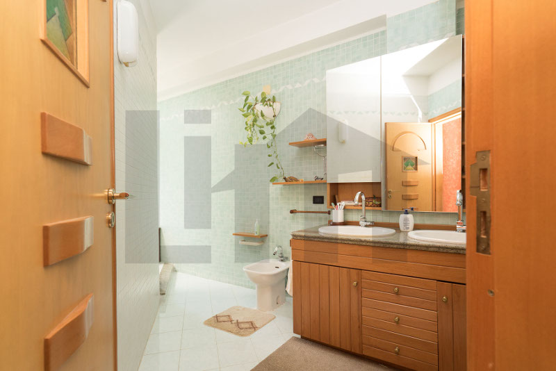 00092-lim-mobiliare-bagno