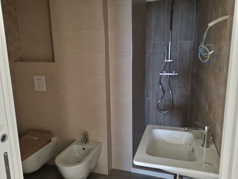 000324 Lim-mobiliare-bagno in camera