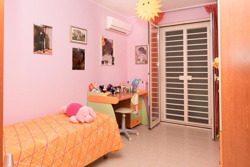 00106 Lim-mobiliare-cameretta