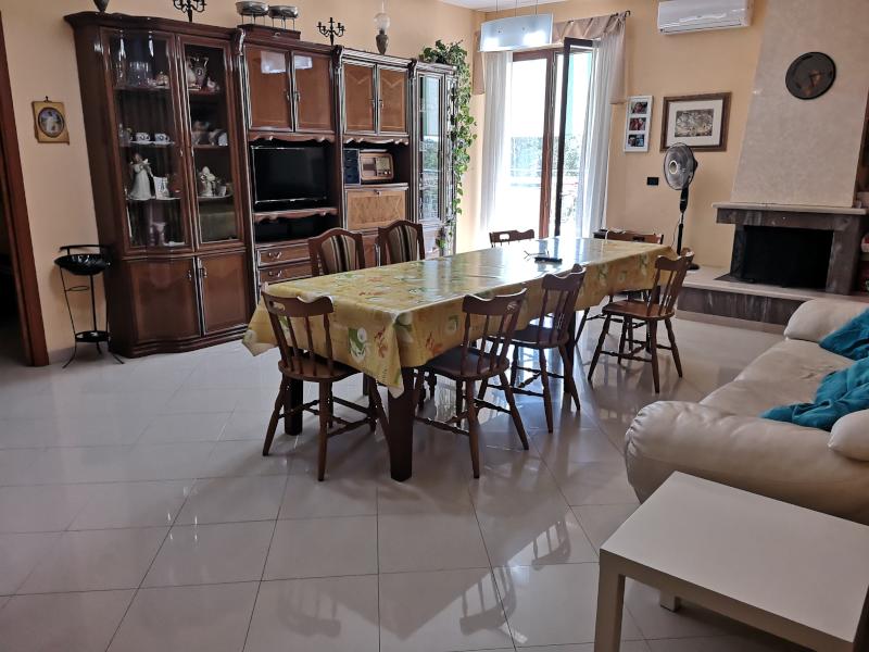 0000421 Lim-mobiliare-salone