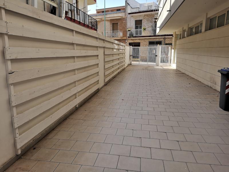 0000415 Lim-mobiliare.ingresso patio