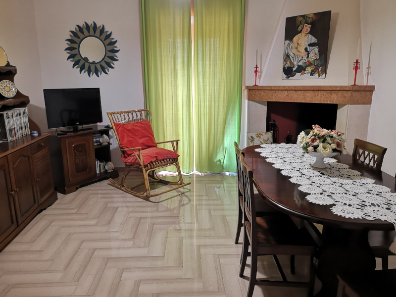 0000446 Lim-mobiliare-sala pranzo